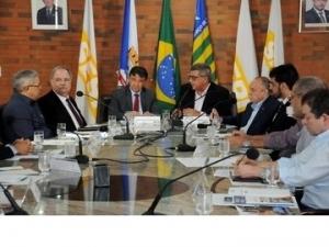 Governador e empresários tratam de medidas para agilizar instalação do Porto Seco de Teresina.