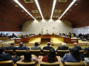 STF proíbe privatização de estatais sem aval do Congresso, mas permite venda de subsidiárias.