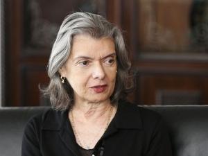 Cármen Lúcia diz que Brasil tem 'boas leis', mas 'dificuldade' de cumpri-las.