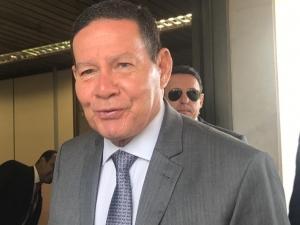 Bolsonaro vai 'amaciar terreno' no Congresso e Previdência pode ser aprovada em agosto, diz Mourão.