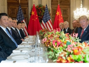 Trump suspende por 3 meses plano de aumentar tarifas a produtos da China.