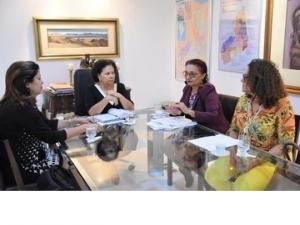 Ações e projetos para combater o feminicídio são pautas de reunião com governadora.