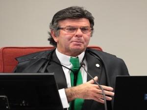 Fux diz que auxílio-moradia de juízes cairá se reajuste salarial for confirmado.