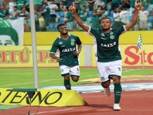 Suposta irregularidade de jogador do Goiás pode mudar acesso e rebaixamento do Brasileirão.