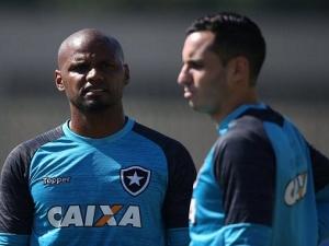 São Paulo busca goleiro, e comentarista sugere conversa do com o Botafogo.