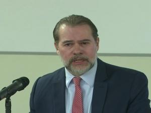 'Se tudo vai parar no STF, é o fracasso das outras instituições', diz Toffoli em SP.